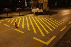 Burkolati jel, oldószeres festékkel készült, különösen veszélyes útszakaszt jelző felfestés