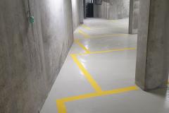 Mélygarázs festés, lépcsőzetesen eltolt parkolók