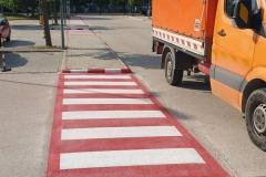 Parkoló, gyalogátkelóhely megkülőnböztető festéssel